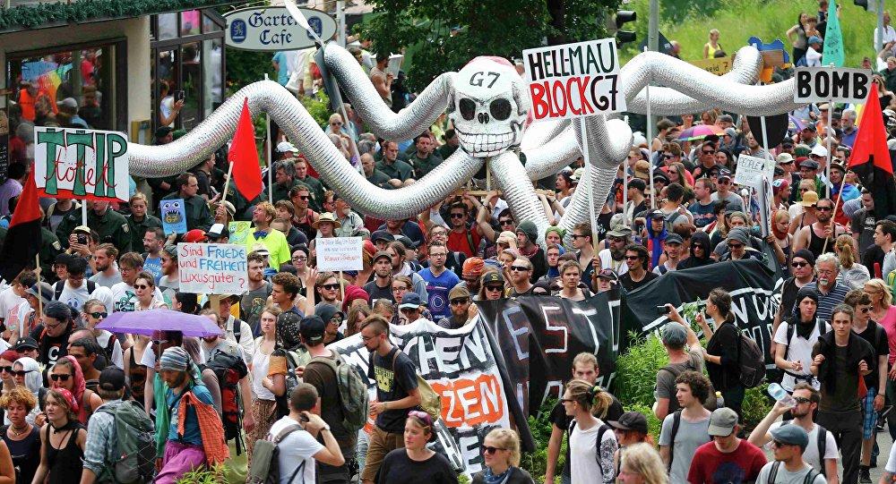 Kilka tysięcy przeciwników spotkania przywódców G7 w Bawarii protestuje w położonym niedaleko miejsca obrad kurorcie Garmisch-Partenkirchen
