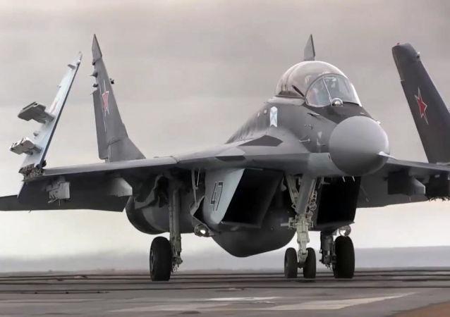 Su-33 na pokładzie lotniskowca Admirał Kuzniecow