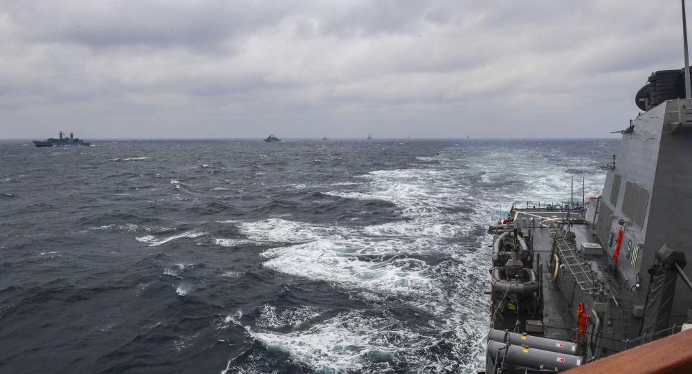 """Amerykański niszczyciel USS Porter podczas ćwiczeń NATO """"Morska Tarcza 2017"""" na Morzu Czarnym"""