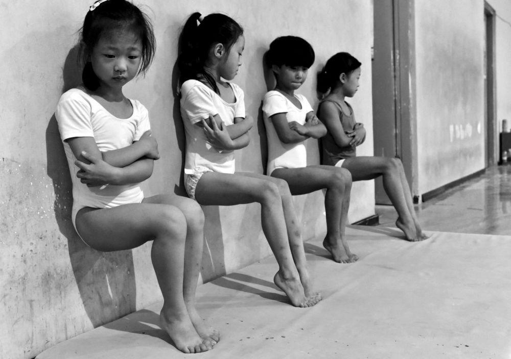 Zdjęcie Praca czyni mistrzów. Autor: Tiejun Wang. Drugie miejsce w kategorii Życie codzienne - zdjęcie pojedyncze.