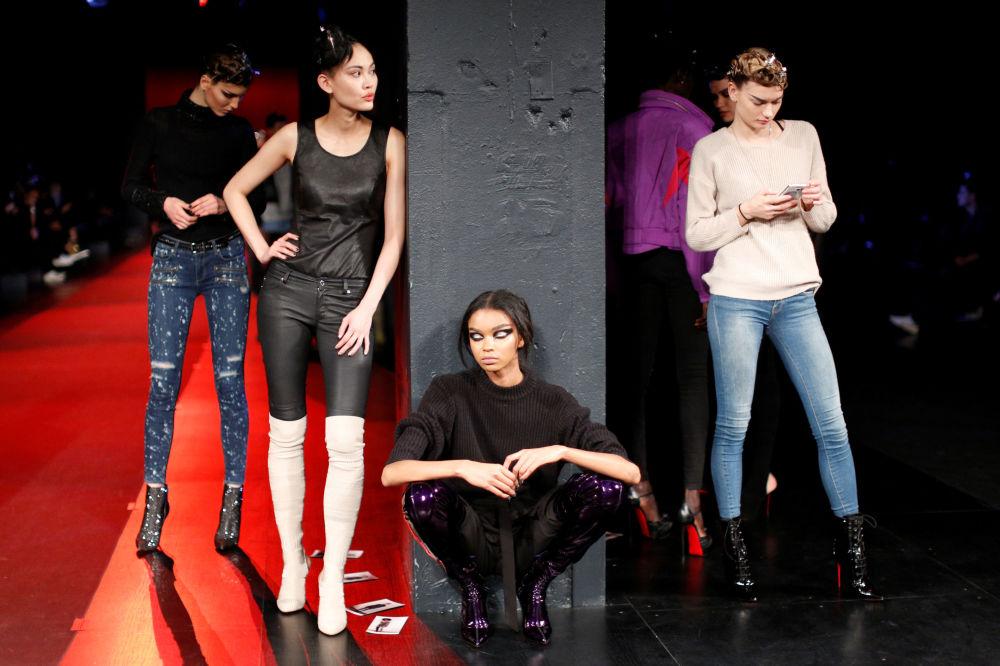 Modelki na próbie pokazu The Blonds podczas Tygodnia Mody w Nowym Jorku