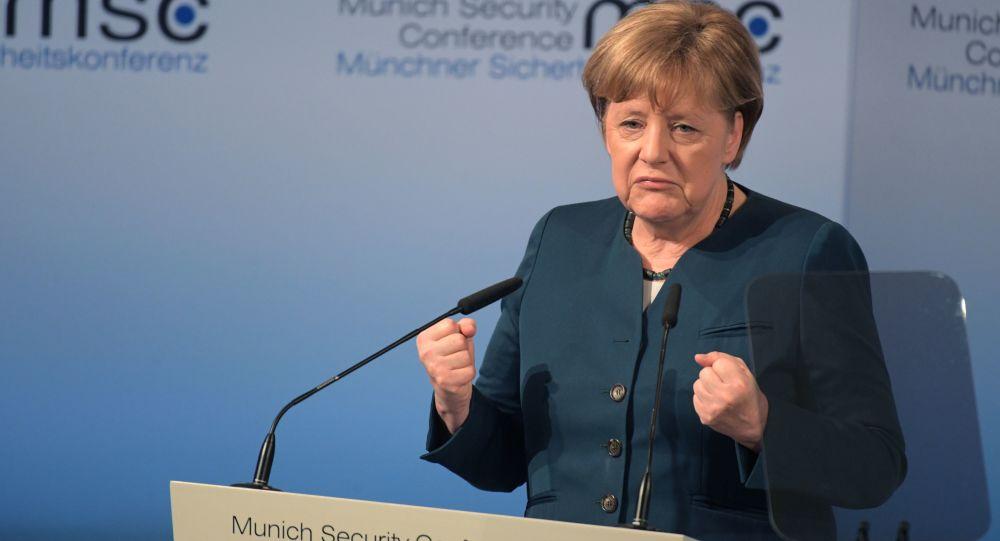 Канцлер ФРГ Ангела Меркель выступает на 53-й Мюнхенской конференции по безопасности