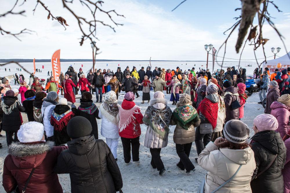 Uczestnicy Międzynarodowego Zimowego Festiwalu Hiperborea w Karelii.