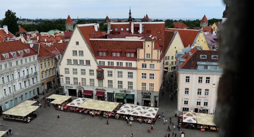 Widok z góry na Plac Ratuszowy w Tallinie