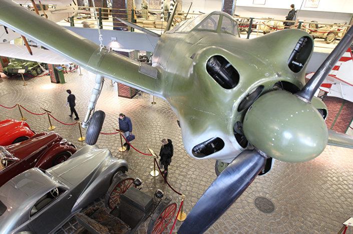 Radziecki samolot szkoleniowy Jak-18 w Muzeum Techniki W. Zadorożnego.