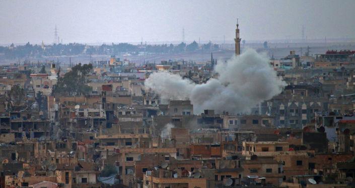 Dym nad syryjskim miastem Daraa