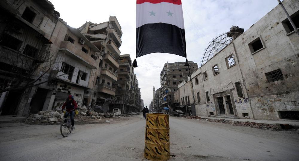 Syryjska flaga w zniszczonej dzielnicy