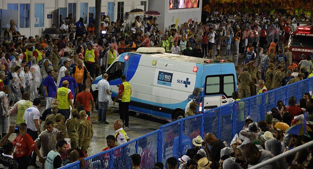 Jedna z platform szkoły samby Paraíso do Tuiuti uderzyła w ogrodzenie podczas występu na sambodromie Marquês do Sapucaí w Rio de Janeiro