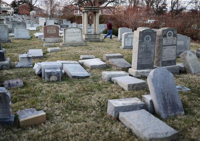 Zdemolowane nagrobki na żydowskim cmentarzu w Filadelfii
