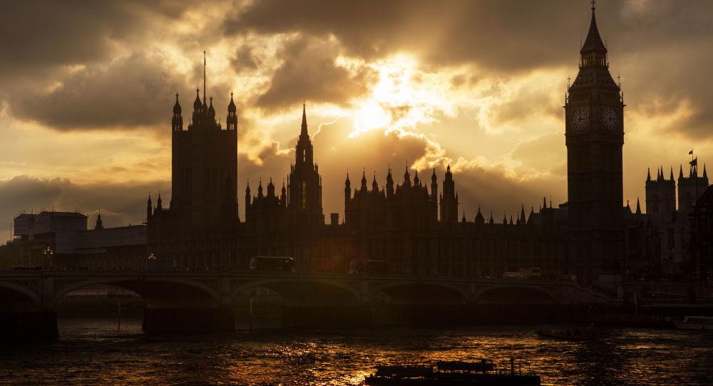 Big Ban i budynek brytyjskiego parlamentu w Londynie