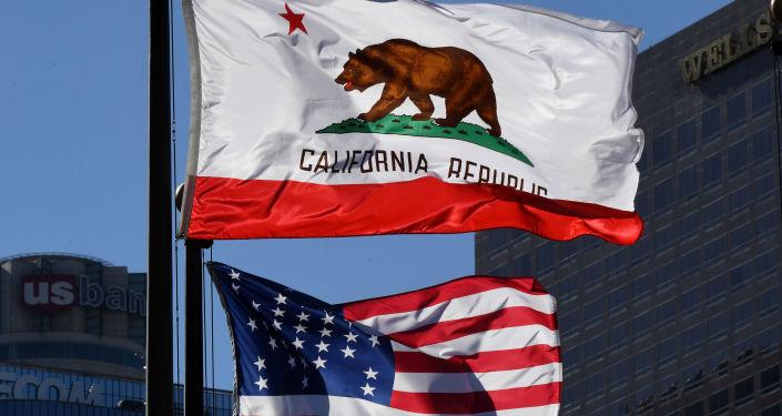 Flaga Kalifornii na ulicy w Los Angeles
