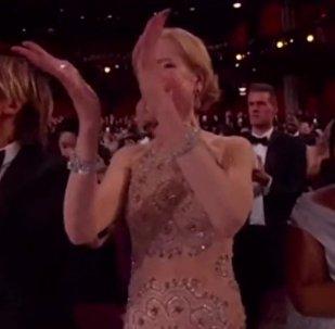 Nicole Kidman nie umie klaskać?
