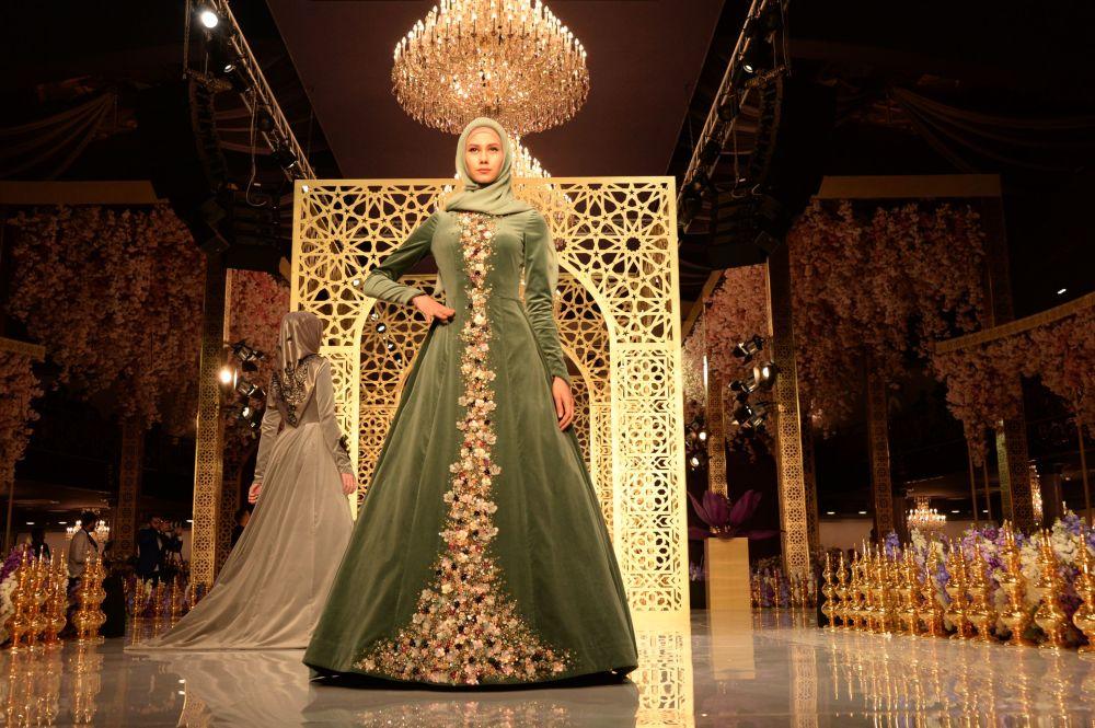 Dom mody Firdaws został założony przez małżonkę lidera Czeczenii Medni Kadyrową w 2009 roku, a w zeszłym roku Kadyrowa przekazała zarządzanie Firdaws swojej córce Aiszat.
