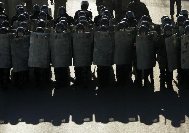 Białoruska policja podczas protestów