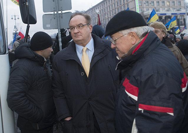 Członek PE Jacek Saryusz-Wolski na placu Niezależności w Kijowie