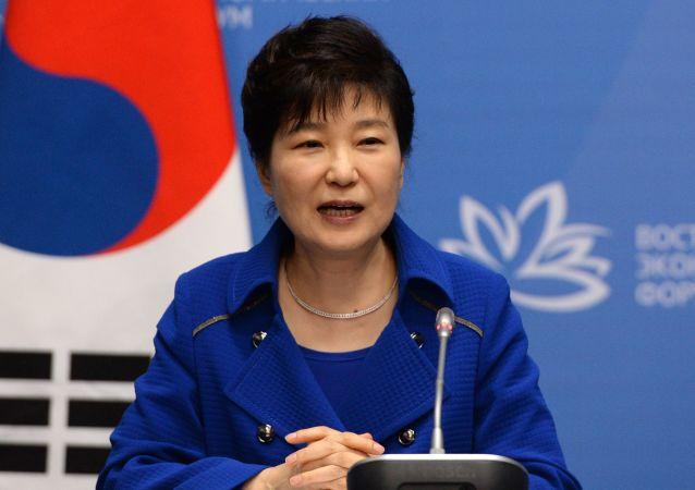 Trybunał Konstytucyjny Korei Południowej w piątek postanowił o utrzymaniu w mocy decyzji o impeachmencie prezydent Park Geun Hie