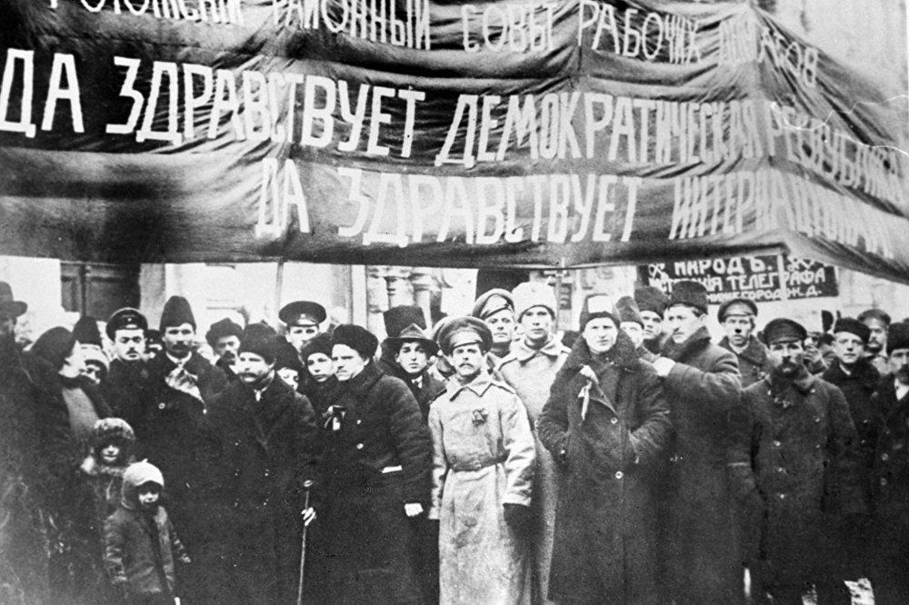 Członkowie Rady Rogoskiej deputowanych pracowników na demonstracji w Moskwie. 1917 rok.