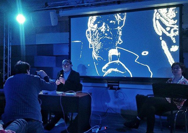 Indywidualny performance Marka Chołoniewskiego z wykorzystaniem oryginalnego sprzętu