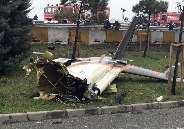 Szczątki helikoptera, który rozbił się pod Stambułem