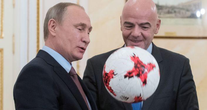Prezydent Rosji Władimir Putin i prezydent FIFA Gianni Infantino