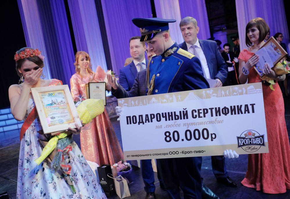 Zwyciężczyni konkursu Piękność w pagonach w Krasnodarze Jekatierina Mazur.