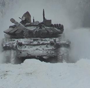 Zmotoryzowany batalion strzelecki Floty Północnej przygotowuje się do ARMI 2017 za kołem podbiegunowym