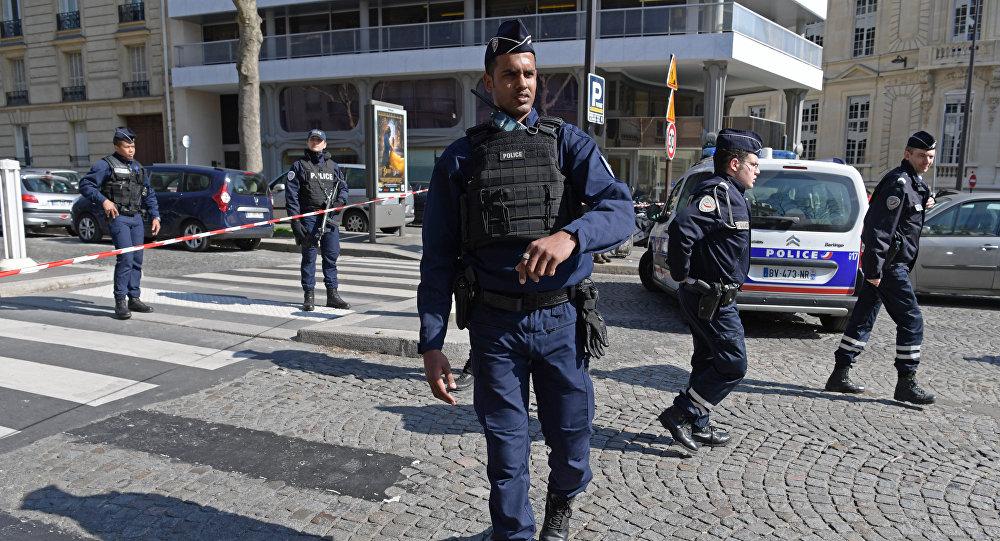 Paryska policja poc budynkiem MFW