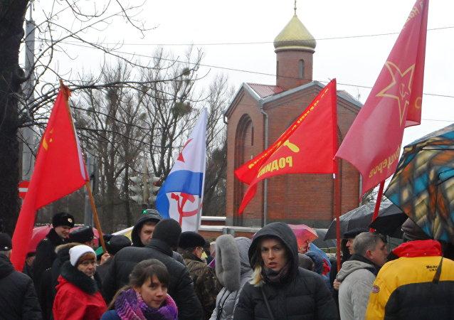 Kaliningrad. W oczekiwaniu na przemarsz pod pomnik Gwardzistów