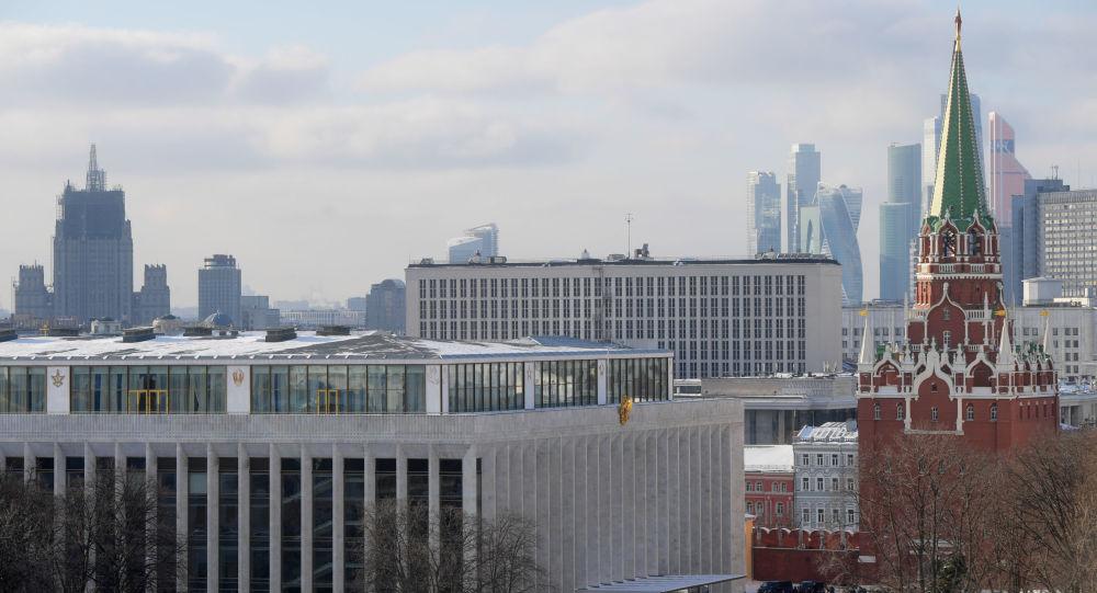 Budynek Ministerstwa Spraw Zagranicznych i Kreml