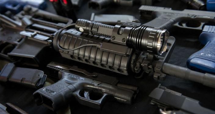 Karabin AR-15 i inna broń palna