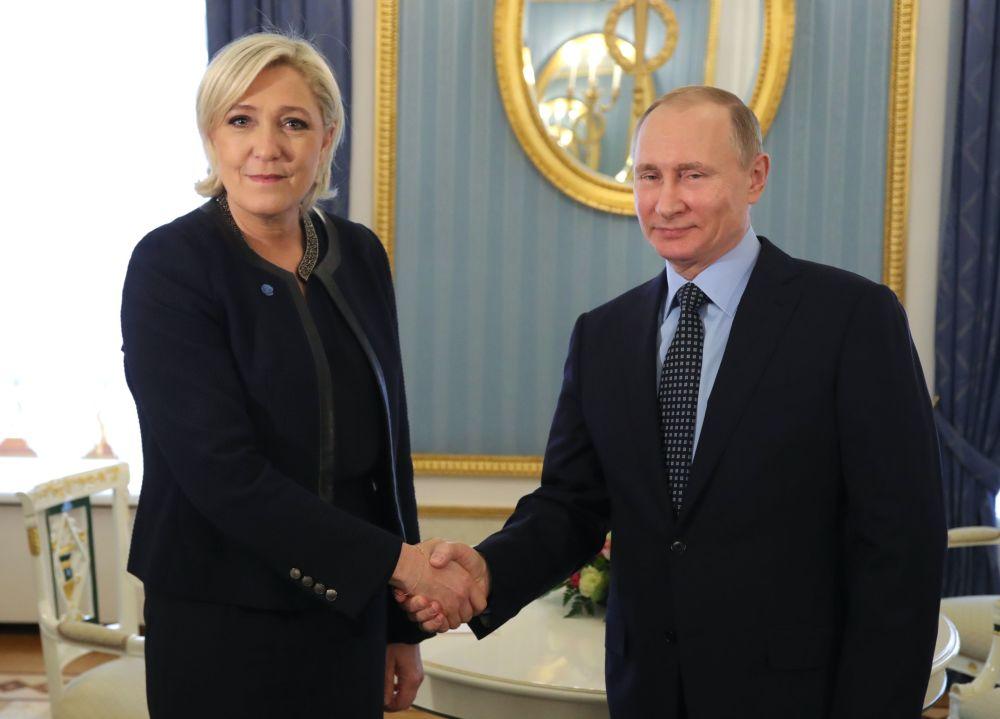 Liderka Frontu Narodowego i kandydatka na prezydenta Francji Marine Le Pen spotkała się z prezydentem Rosji Władimirem Putinem.