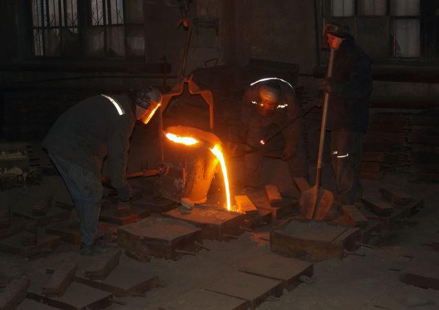 Robotnicy podczas obróbki stali, Makijiwka