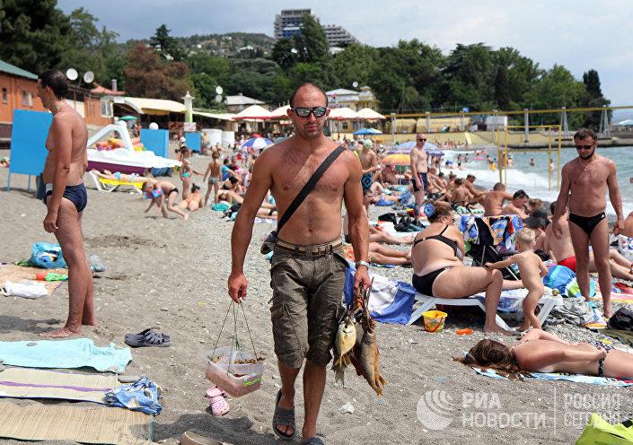 Sprzedaż wobli na plaży w Aluszcie