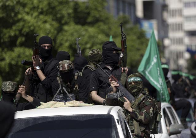 Członkowie Hamasu podczas pogrzebu Mazena Faqha w Gazie