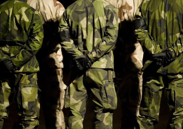 Szwedzcy żołnierze w kamuflażu