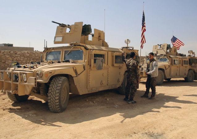 Syryjscy i amerykańscy żołnierze w szturmie na Rakkę
