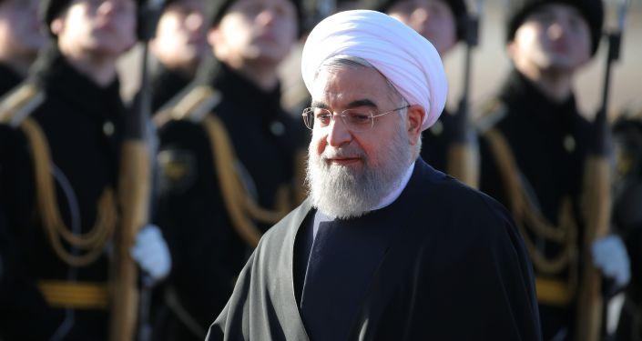 Prezydent Iranu Hasan Rouhani podczas ceremonii powitania na lotnisku Wnukowo 2