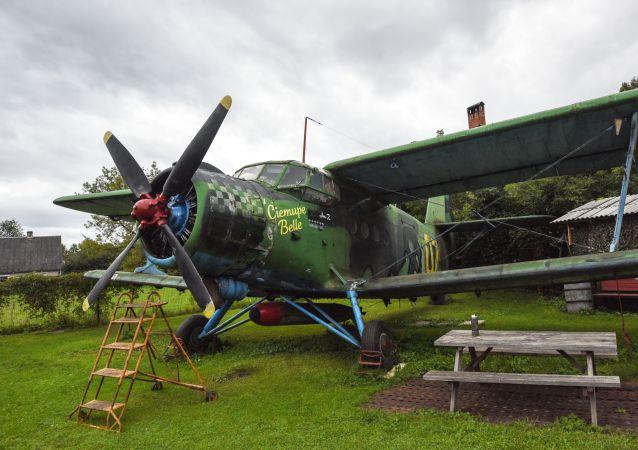 Samolot An-2 jako eksponat w muzeum w Łotwie