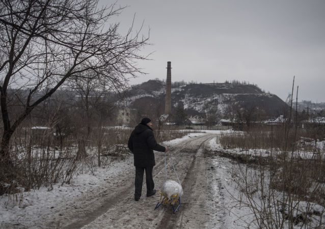 Mężczyzna na obrzeżach Doniecka
