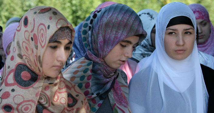 Uczestniczki akcji Jak powinna się ubierać czeczeńska kobieta w Groznym