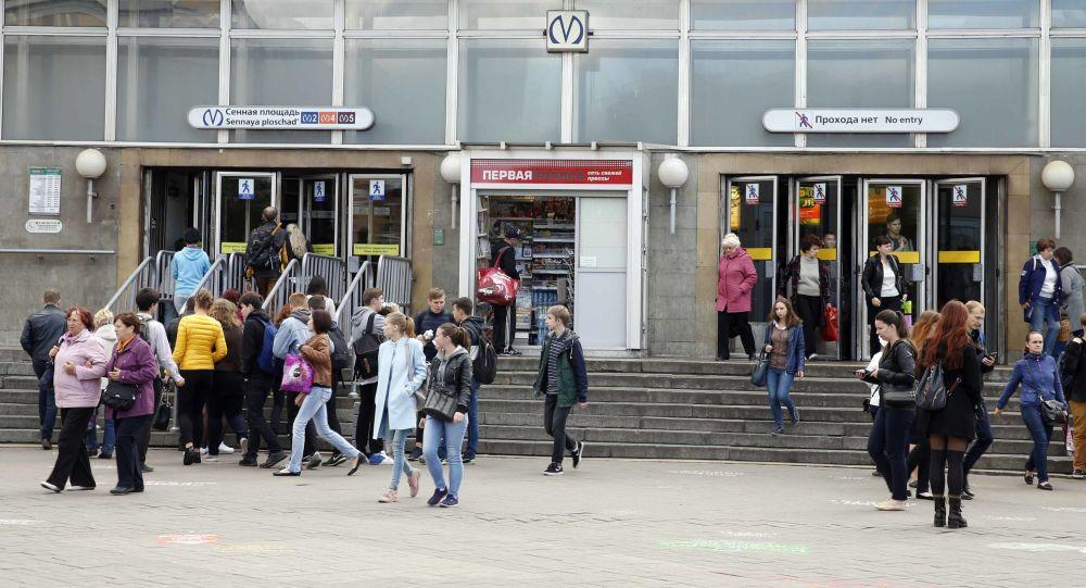 Wejście na stację metra Sennaja w Petersburgu