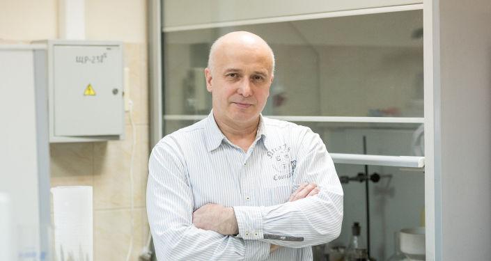 Wynalazca przeciwpróchniczych nanoplomb, Gieorgij Frołow