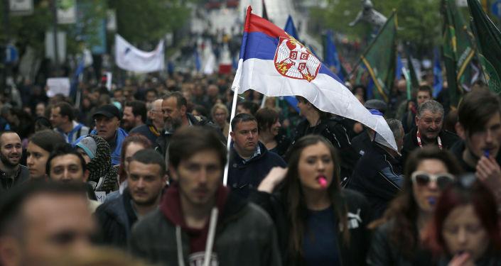 Masowe protesty w Belgradzie przeciwko premierowi