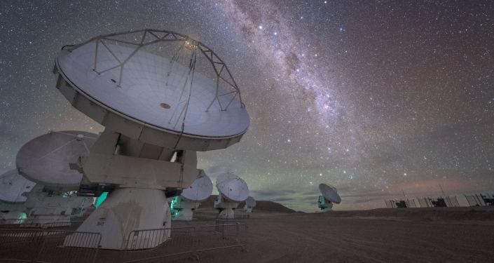 Obserwatorium Atacama Large Millimeter/submillimeter Array (ALMA), znajdujące się na płaskowyżu Chajnantor w Chilijskich Andach