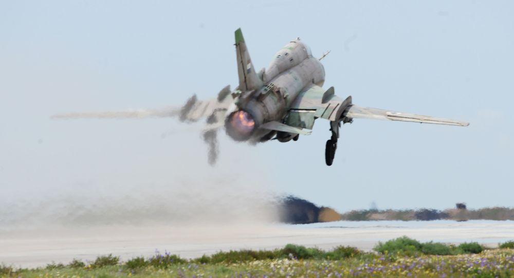 Samolot syryjskich sił powietrznych na lotnisku Shayrat