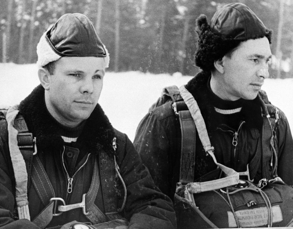 Jurij Gagarin i Paweł Bielajew, członkowie grupy kosmonautów