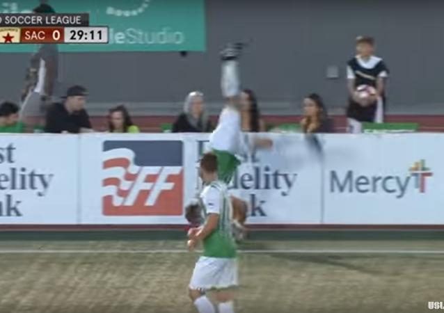 Piłkarz powinien być akrobatą
