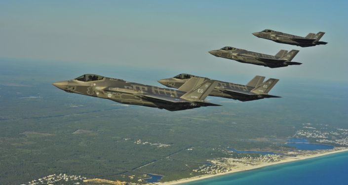 Amerykańskie myśliwce F-35A nad wybrzeżem Florydy