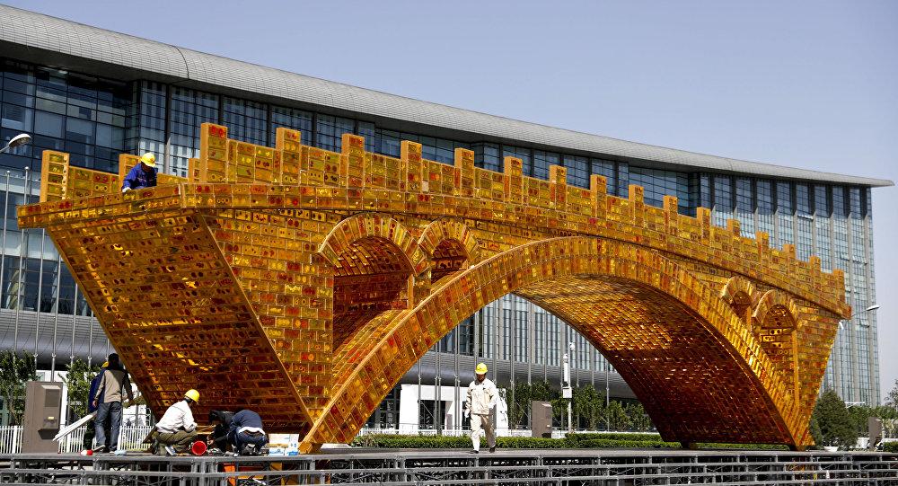 """W 2013 roku Chiny poinformowały o nowej strategii rozwoju gospodarczego """"Jedna strefa, jeden szlak"""""""