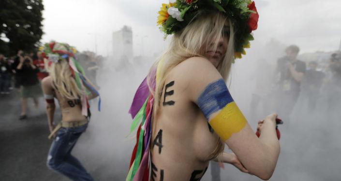 Aktywistki Femen podczas akcji w Warszawie. Zdjęcie archiwalne
